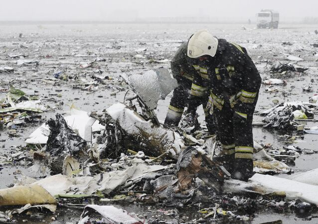 Emergencies Ministry members search the wreckage at the crash site of Flight number FZ981, a Boeing 737-800 operated by Dubai-based budget carrier Flydubai, at the airport of Rostov-On-Don, Russia, March 19, 2016.