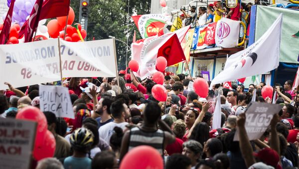 People demonstrate in support of Brazil's President Dilma Rousseff's appointment of Brazil's former President Luiz Inacio Lula da Silva as her chief of staff, at Paulista avenue in Sao Paulo, Brazil - Sputnik International