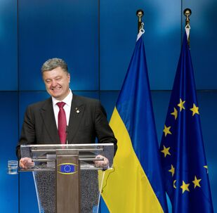 Ukraine President Petro Poroshenko smiles as he gives a press conference on the sidelines of of the EU Council in Brussels (File)