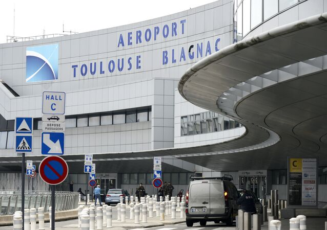 Soldiers patrol at Toulouse Blagnac Airport (File)
