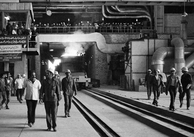 Oxygen-converter plant of the Helwan Metallurgical Combine in the Egyptian town of Nag-Khammadi. The plant is built with the assistance of Soviet experts. File photo