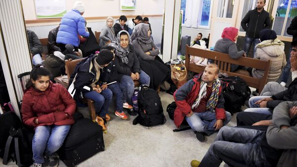 Iraqi refugees wait for a train to Helsinki at Kemi railway station in northwestern Finland, on September 17, 2015 - Sputnik International
