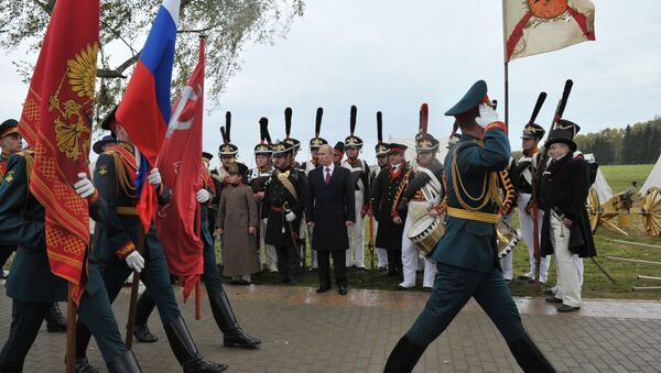 Russian President Vladimir Putin, background center, watching the march of the company of honor guards during celebrations of the 200th anniversary of the Battle of Borodino at the State Borodino Military and Historical Museum-Reserve, September 2, 2012. - Sputnik International