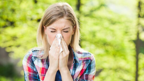 Woman with allergy symptom blowing nose. - Sputnik International