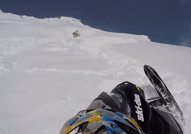Surviving a big Avalanche while snowmobiling.