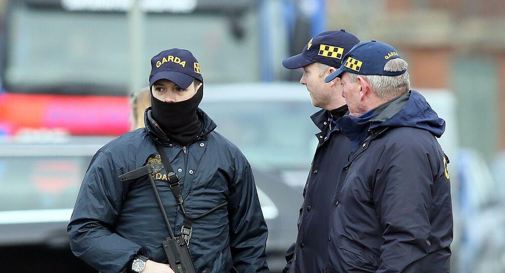 Armed Irish police