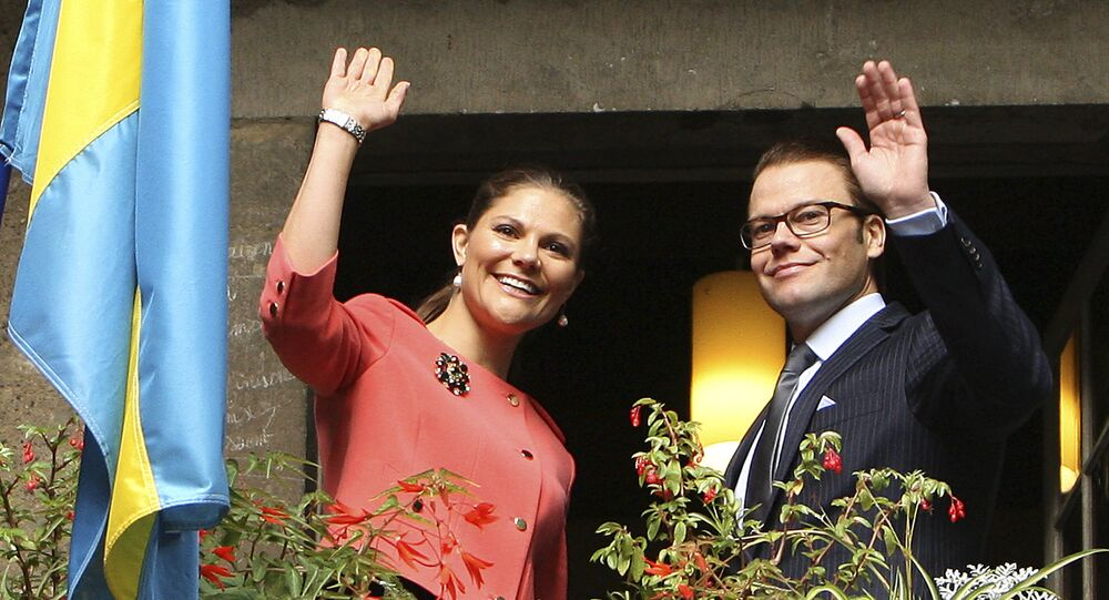 Sweden's Crown Princess Victoria, left and her husband Prince Daniel gesture from the balcony of the Bernadotte museum in Pau, southwestern France, 28 September 2010.