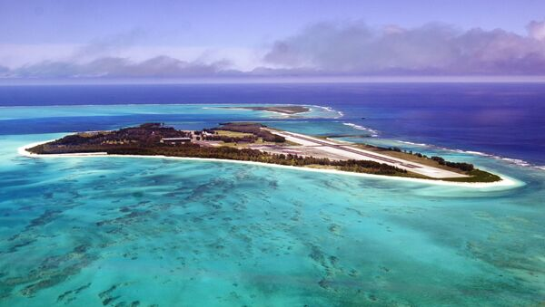 An aerial view of the 2.5 square mile Midway Atoll is shown June 5, 2002 file photo. - Sputnik International