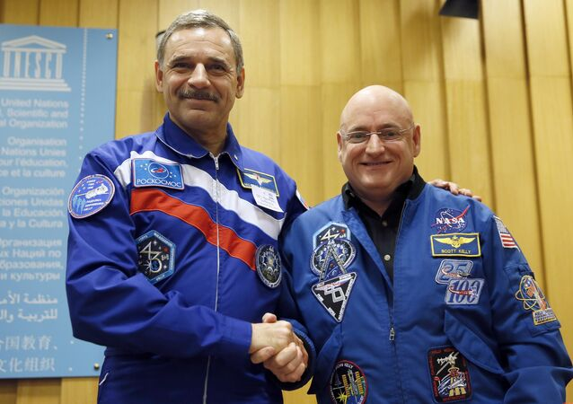 NASA astronaut Scott Kelly (R) and Roscosmos cosmonaut Mikhail Kornienko of Russia pose after a press conference on December 18, 2014 at the UNESCO in Paris.