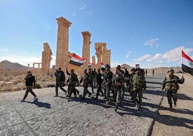 Liberation of Palmyra: Syrian soldiers with the flag of Syria are marching through Palmyra.