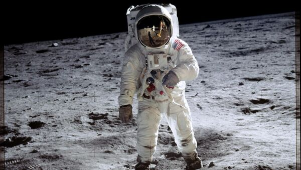 Astronaut Buzz Aldrin walks on the surface of the moon near the leg of the lunar module Eagle during the Apollo 11 mission. - Sputnik International