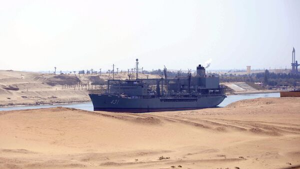 Iranian naval support ship Kharg transits through the Suez Canal on February 22, 2011 bound, along with patrol frigate Alvand, for the Mediterranean Sea on a purported training mission that Israel regards as a provocation - Sputnik International