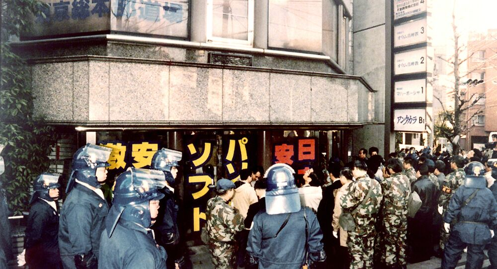 Riot policemen surround the Tokyo headquarters of the controversial Aum Supreme Truth sect, on March 22, 1995.