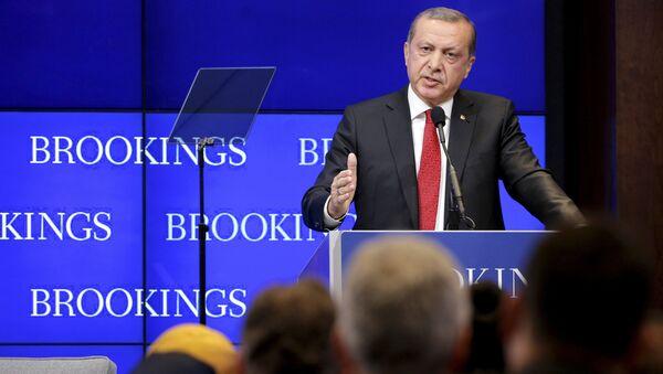 Turkish President Tayyip Erdogan speaks at the Brookings Institute in Washington March 31, 2016 - Sputnik International