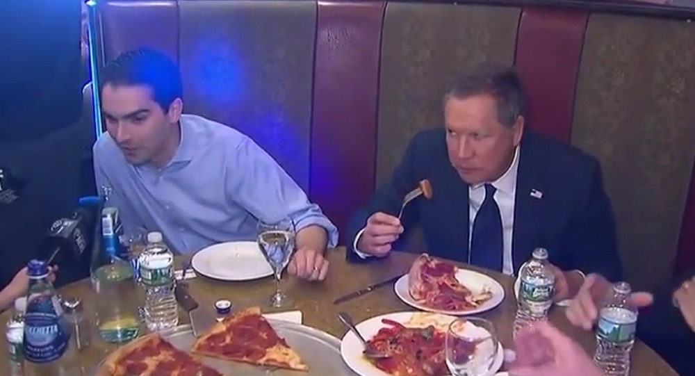 John Kasich Defends Eating New York Pizza With a Fork