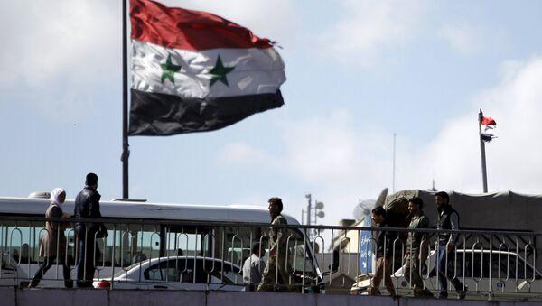 People walk near a Syrian national flag at the President bridge in Damascus, Syria March 14, 2016 - Sputnik International