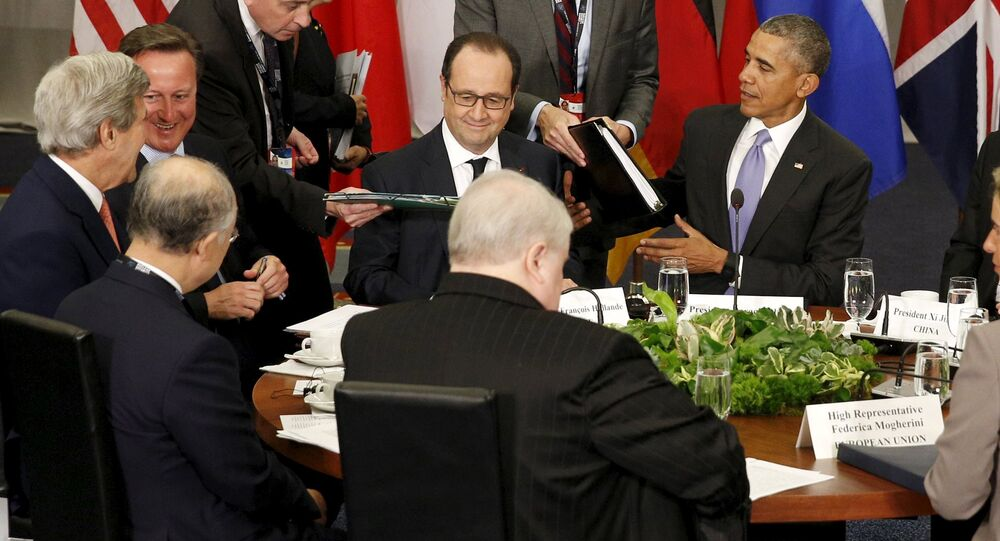 US President Barack Obama hosts a meeting with members of the P5+1 during the Nuclear Security Summit in Washington April 1, 2016. Flanking Obama are French President Francois Hollande (L) and Chinese President Xi Jinping.