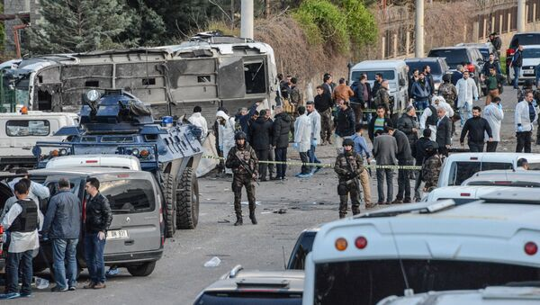 Turkish special force police officers walk at the site of a bomb attack in Diyarbakir, southeastern Turkey, on March 31, 2016 - Sputnik International