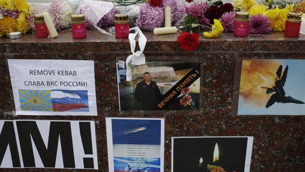 Memorial rally for killed Su-24 pilot Oleg Peshkov in Simferopol - Sputnik International
