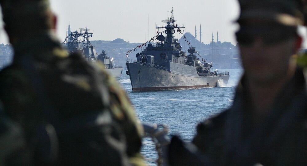 Turkish Navy commandos stand guard at Turkish Navy frigate TCG Salihreis. (File)