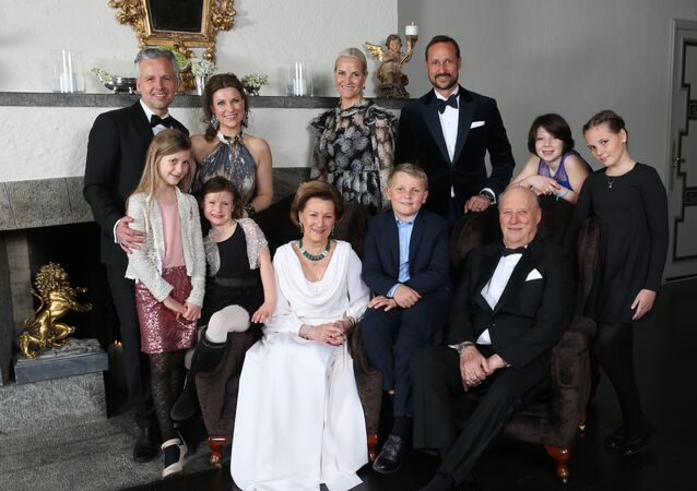 Family photo of the Norwegian Royal family, taken on the occasion of King Harald's 25th throne anniversary: Ari Behn, princess Märtha Louise, Leah Isadora Behn, Emma Tallulah Behn, queen Sonja, prince Sverre Magnus, king Harald, crown princess Mette Marit, crown prince Haakon, Maud Angelica Behn and princess Ingrid Alexandra at the crown prince couple´s residence at Skaugum.