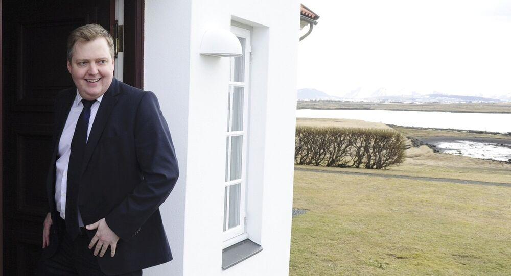 Iceland's Prime Minister Sigmundur David Gunnlaugsson arrives at Iceland president's residence in Reykjavik, Iceland
