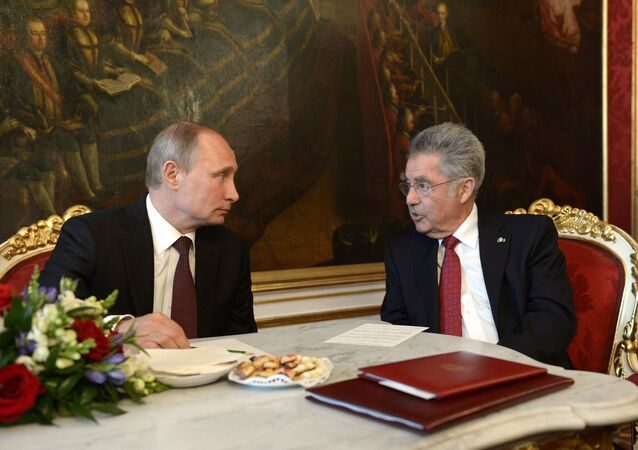 Vladimir Putin (left) of Russia and Heinz Fischer (File)