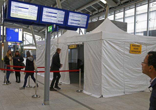 People cast their vote for the consultative referendum on the association between Ukraine and the European Union in a makeshift polling booth at the Central train station in Utrecht, the Netherlands, April 6, 2016