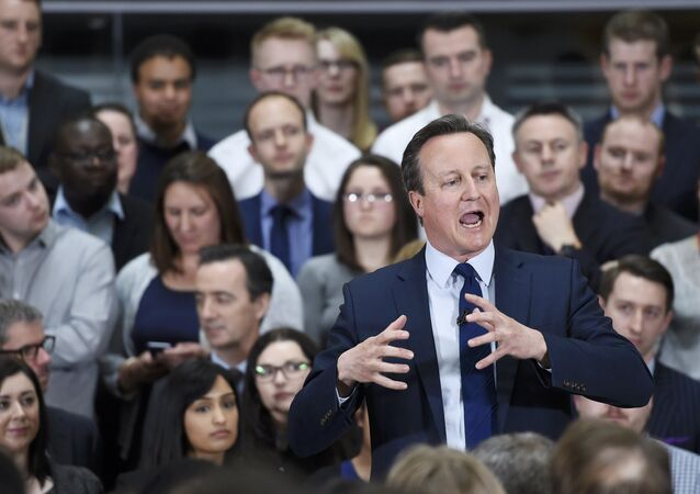 Britain's Prime Minister David Cameron holds a Q&A session on the forthcoming European Union referendum with staff of PricewaterhouseCoopers in Birmingham, Britain, April 5, 2016.