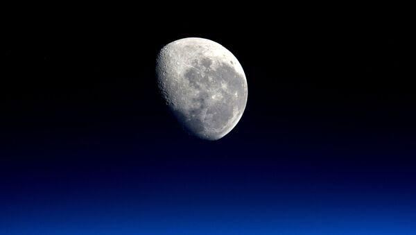 Снимок Луны на снимке астронавта ЕКА Тима Пика  - Sputnik International