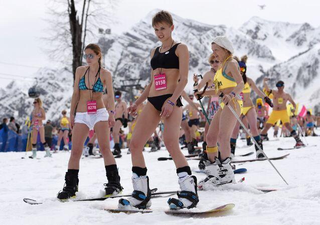 Guinness world record set in bikini downhill skiing