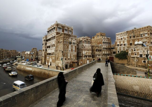 Women walk on a bridge in the old quarter of Yemen's capital Sanaa April 9, 2016.