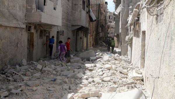 Residents inspect damages after an airstrike on the rebel held al-Maysar neighborhood in Aleppo, Syria, April 11, 2016. - Sputnik International