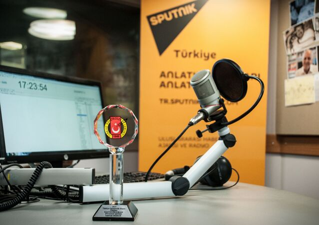 "Radio Sputnik's evening program has received an award from the Turkish Journalists' Association ""For Advances in Journalism"""