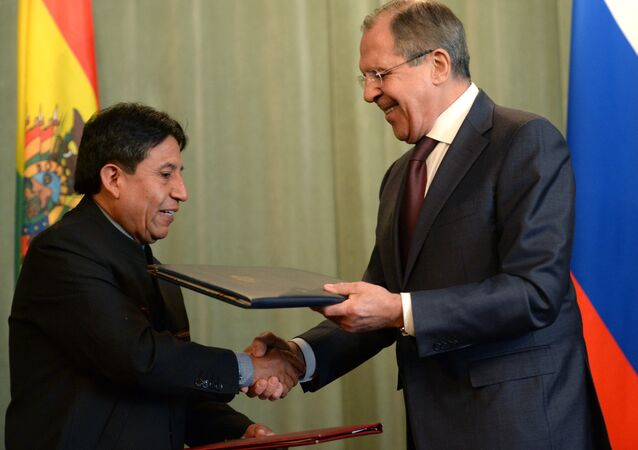 Russian Foreign Minister Sergei Lavrov (right) and Foreign Minister of the Plurinational State of Bolivia David Chokeuanki during the ceremony of signing joint documents in Moscow