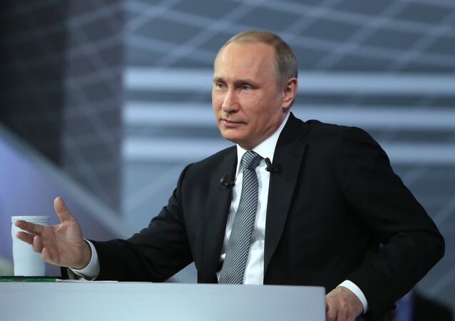 Russian President Vladimir Putin is to choose between adopting stimulating measures for Russia's economy and implementing budgetary consolidation at the upcoming presidential Economic Council, local media said Friday.