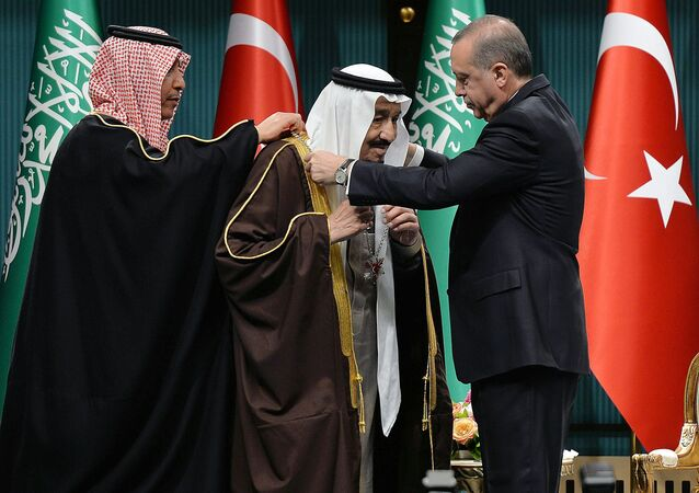 Turkish President Recep Tayyip Erdogan (R) presents Turkey's highest state medal to King Salman of Saudi Arabia (C) during a ceremony at the presidential complex in Ankara on April 12, 2016