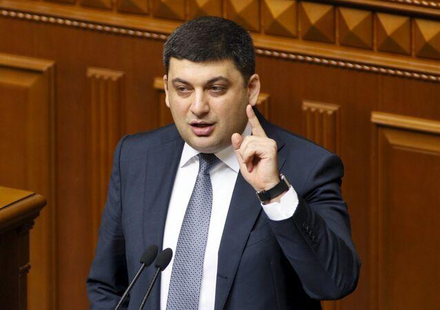 Ukrainian Parliament Speaker Volodymyr Groysman addresses deputies at the parliament in Kiev, Ukraine, April 14, 2016