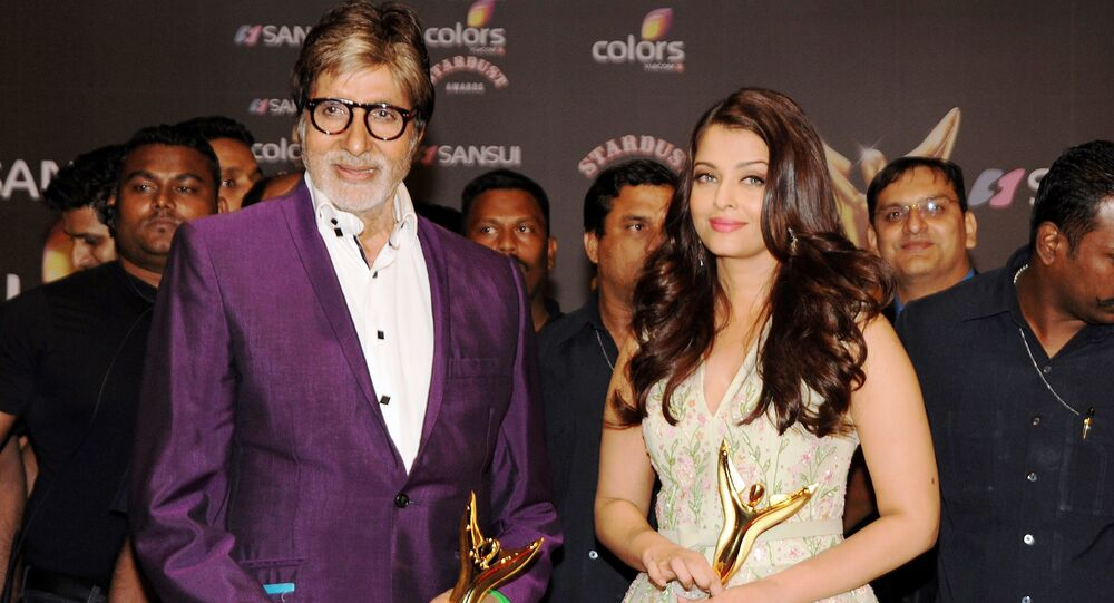 Indian Bollywood actors Amitabh Bachchan (L) and Aishwarya Rai Bachchan pose with their trophies during the Stardust Awards 2015 ceremony in Mumbai on December 21, 2015.