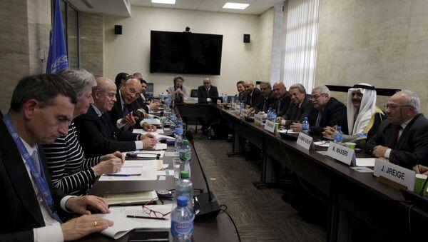 Ramzy Ezzeldin Ramzy, Deputy Special Envoy for Syria (4th L), during the Internal Syrian opposition delegation meeting, in Geneva, Switzerland on April 19, 2015. - Sputnik International