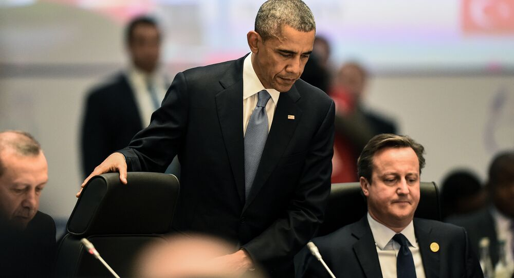 US President Barack Obama (L) and British Prime Minister David Cameron (R) attend a working session on the Global Economy during the G20 summit in Antalya, on November 15, 2015.