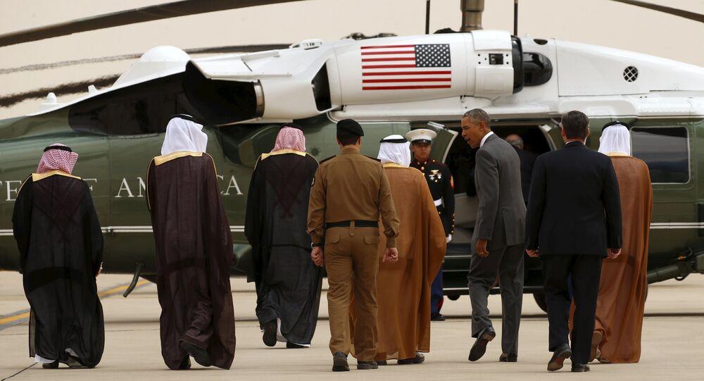 US President Barack Obama walks toward Marine One upon his arrival at King Khalid International Airport for a summit meeting in Riyadh, Saudi Arabia April 20, 2016.
