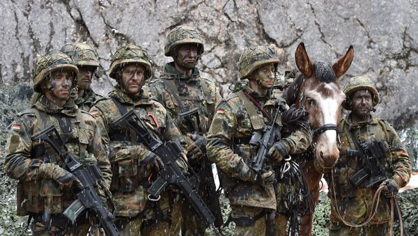 Mountain infantry soldiers, pictured after an exercise of the mountain infantry brigade 23 of the German Bundeswehr at an exercise area near the Bavarian village Bad Reichenhall, southern Germany, on March 23, 2016 - Sputnik International