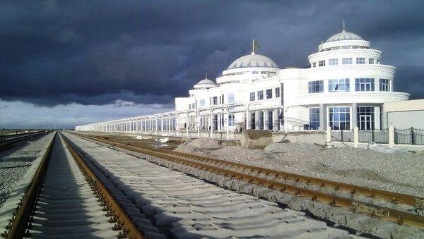 Bereket Railway Station is an important crossroad of the Trans-Caspian Railway and North-South Transnational Railway - Sputnik International