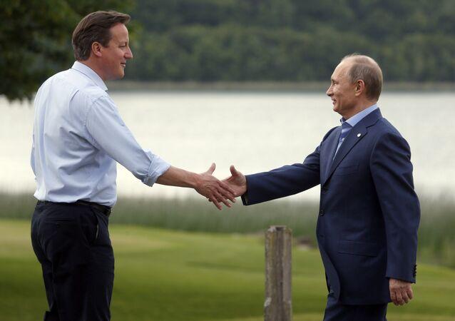 Britain's Prime Minister David Cameron, left, shakes hands with Russian President Vladimir Putin (File)
