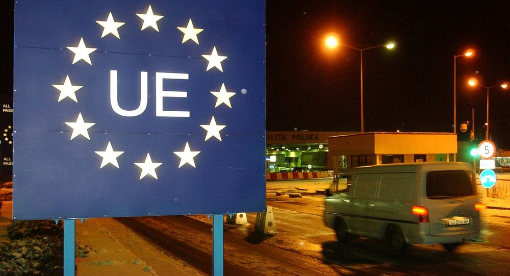 An Ukrainian car enters the European Union on the Polish Ukrainian border in Korczowa, southeast Poland (File)