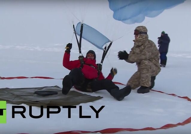 Russian skydivers conduct first ever North Pole precision landing