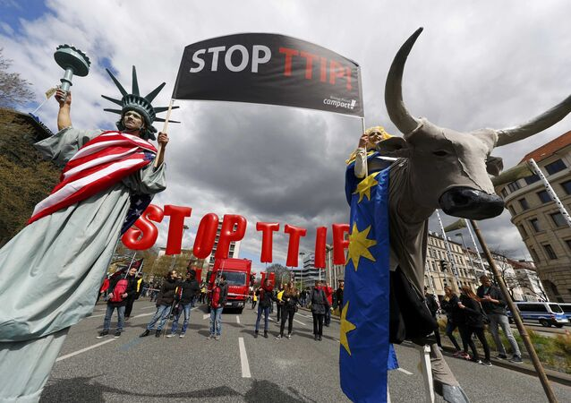 Protesters depicting Statue of Liberty (L) and Europa on the bull take part in a demonstration against Transatlantic Trade and Investment Partnership (TTIP) free trade agreement ahead of US President Barack Obama's visit in Hanover, Germany April 23, 2016