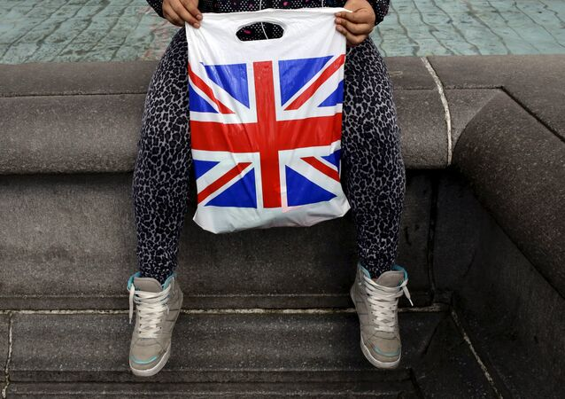 A woman holds a Union Flag shopping bag in London, Britain April 23, 2016. Britain will hold a referendum in June over whether it wants to remain part of the 28-member European Union.