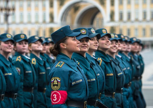 Forward, March! Russian Servicemen Hold V-Day Parade Drill in St Petersburg